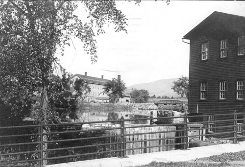 EZ Waist and warehouse at foot of Prospect Street, 1914.